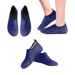 Alien Flying Saucers Stars Pattern on Blue Men's Slip-On Water Shoes (Model 056)
